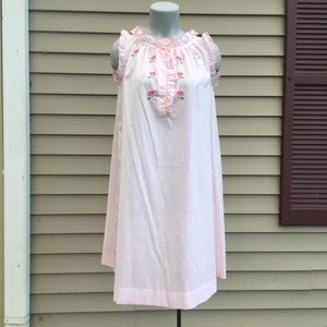 Vintage pale pink cotton nightgown w/ embroidered roses sleeveless S